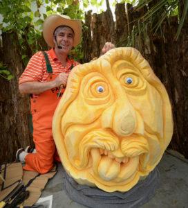 farmer-mike-pumpkin-carver